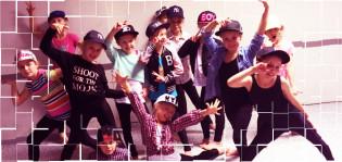 Tanssiryhmä poseeraa