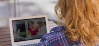 Tyttö ja tietokone